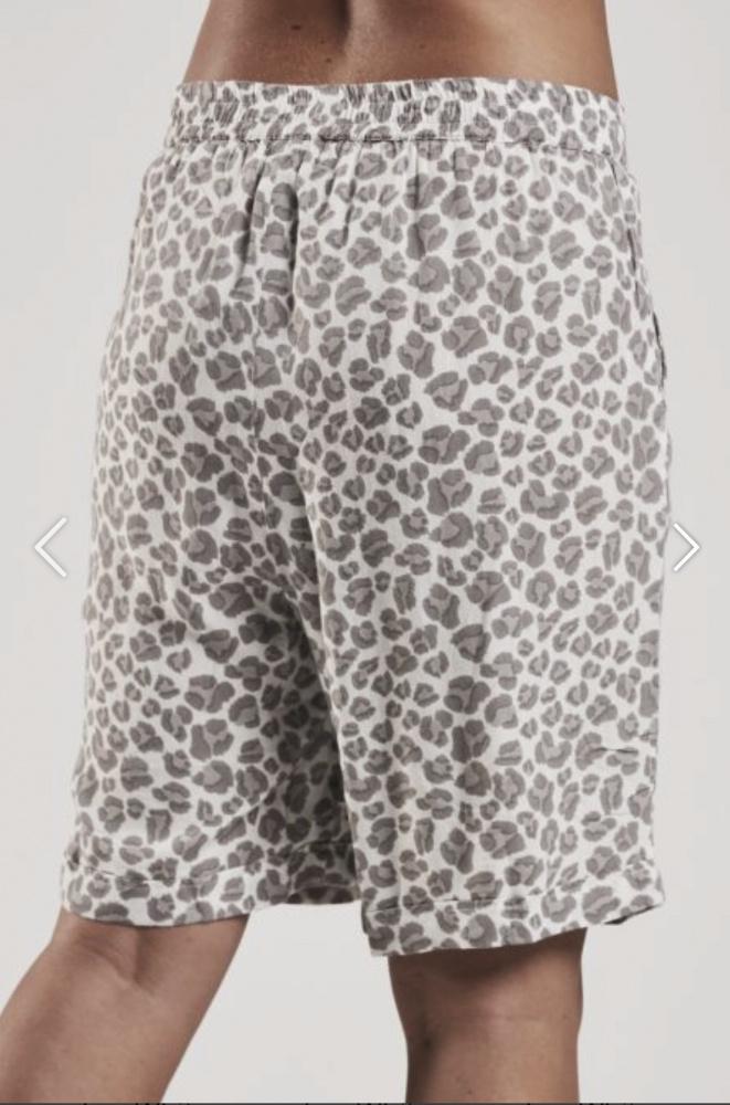 f8702232e Bermuda shorts white leo Ajlajk - MotherBoah Web Shop